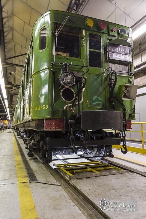 Sprague Thomson couleur verte dans les ateliers de la Villette de la RATP