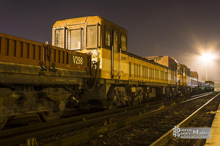 Tracteurs à Marche Autonome TMA et son convoi de wagons plateaux de nuit