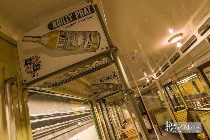 Vieille publicité dans le métro Sprague de la boisson apéritif Noilly Prat
