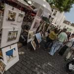 Place du Tertre et ses peintres exposant et peignant sur place à Paris