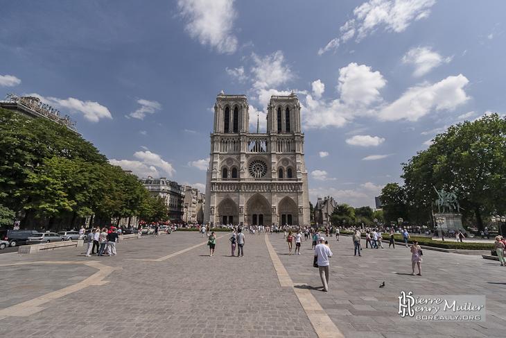 Place Jean-Paul II et parvis de Notre-Dame de Paris