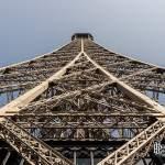 Jonction des 4 branches de la structure de la Tour Eiffel