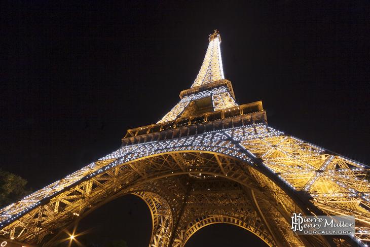 Tour La Nuit