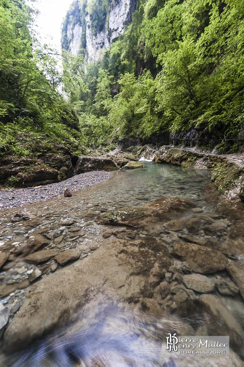 Petit bassin d 39 eau du ruisseau des gorges de kakuetta boreally - Petit bassin baignade colombes ...