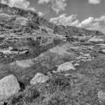 Paysage de lac de montagne en noir et blanc photo TTHDR