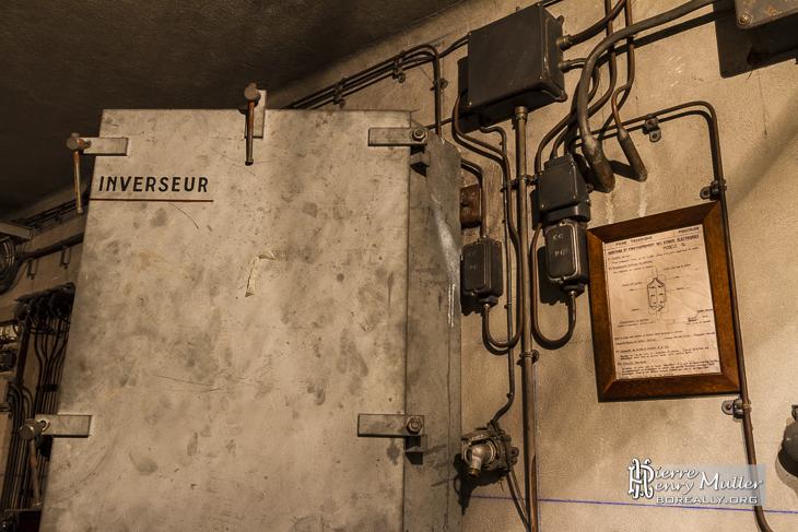 Contrôles des voies depuis le poste de régulation du bunker de la Gare de l'Est
