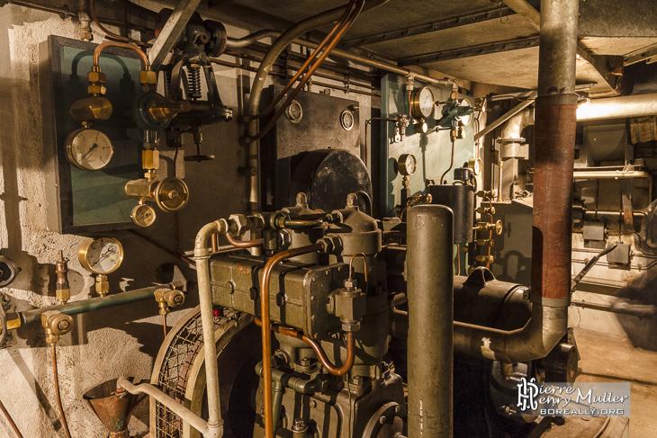 Groupe électrogène de la salle des machines du blockhaus de la Gare de l'Est