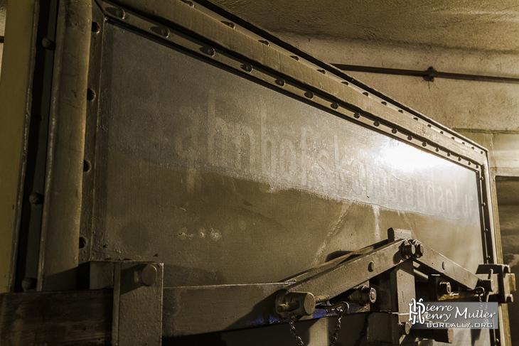 Inscription bahnhofs kommandantur dans le bunker de la Gare de l'Est