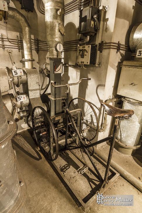 Vélo générateur d'air et d'électricité dans le bunker de la Gare de l'Est