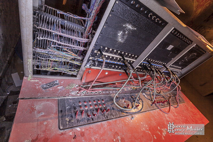 Commutateur téléphonique manuel du bunker Lefebvre à Paris