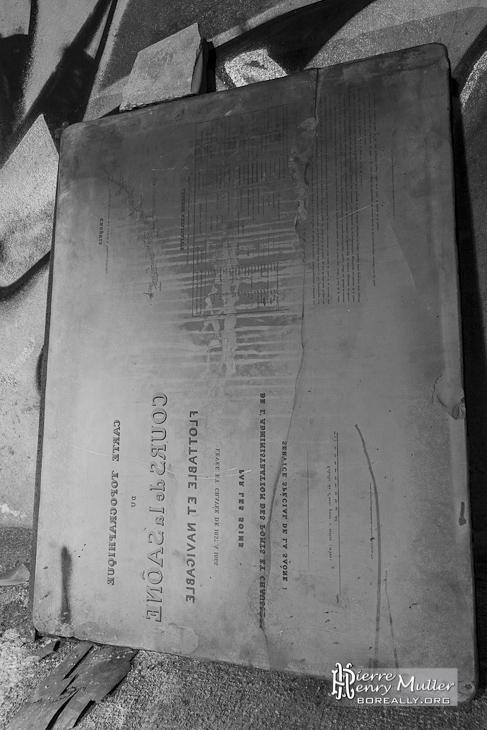 Plaque lithographique de carte d'état major à l'abri Lefebvre à Paris