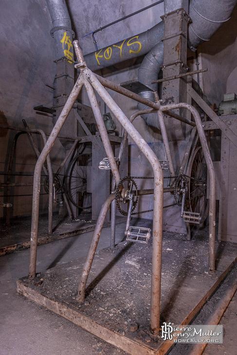 Vélo tandem pour la ventilation forcée de l'abri bunker Lefebvre