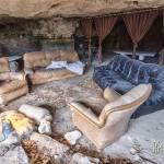 Salon aménagé dans la partie troglodytique de la carrière souterraine