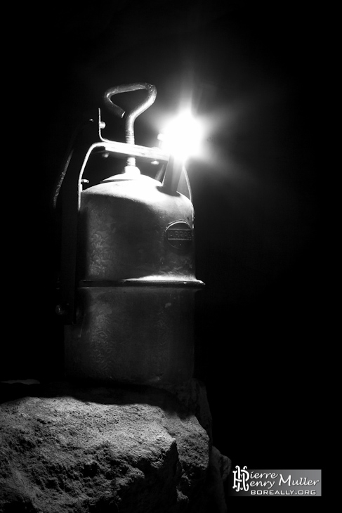 Lampe acétylène Arras en noir et blanc