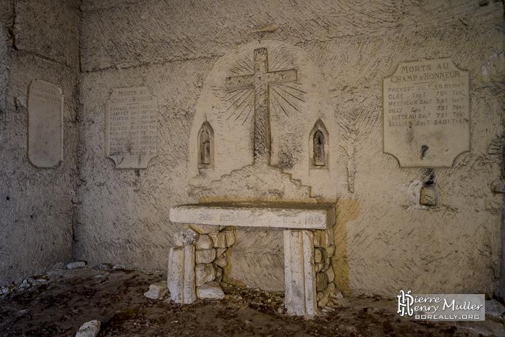 Autel de la chapelle souterraine de la carrière Chauffour