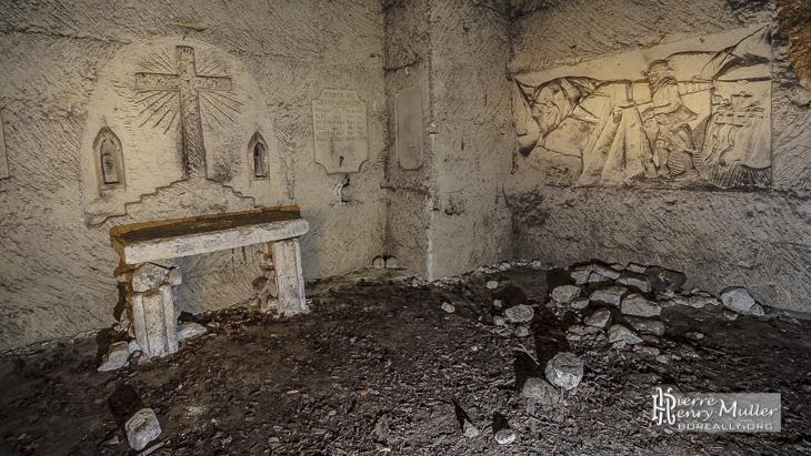 Autel de l'église souterraine dans la carrière du Chauffour