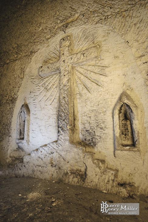 Détail de l'autel de la chapelle de la carrière du Chauffour