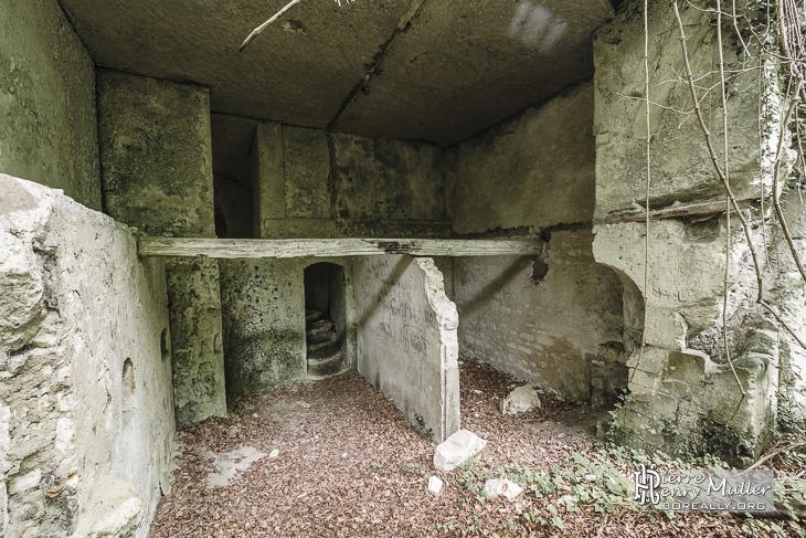 Quartiers des officiers dans la caserne souterraine de Chauffour