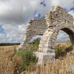 Treuil de carrière à Chavenay dans les champs de blé