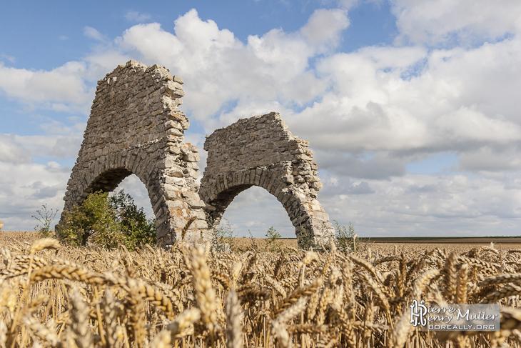Vestiges des piliers du treuil de la carrière de Chavenay