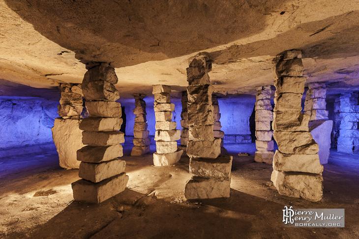 Salle de piliers à bras dans la carrière souterraine de Conflans