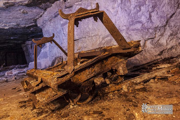 Châssis de berline à minerai de gypse dans la carrière souterraine Gagny St Pierre