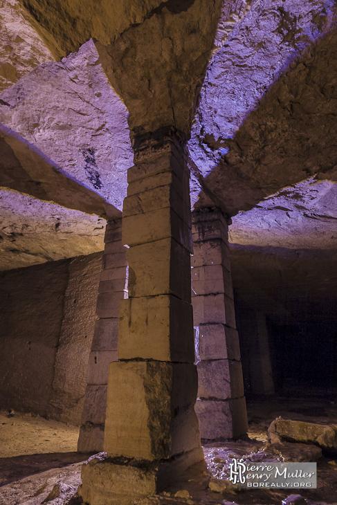 Ombres des piliers à bras dans la carrière d'Hennocque de Méry sur Oise