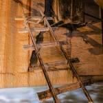 Rails réservoir et bassin d'eau dans la carrière souterraine d'Hennocques