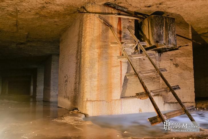 Réservoir de capture de l'eau d'infiltration pour l'exploitation des champignons