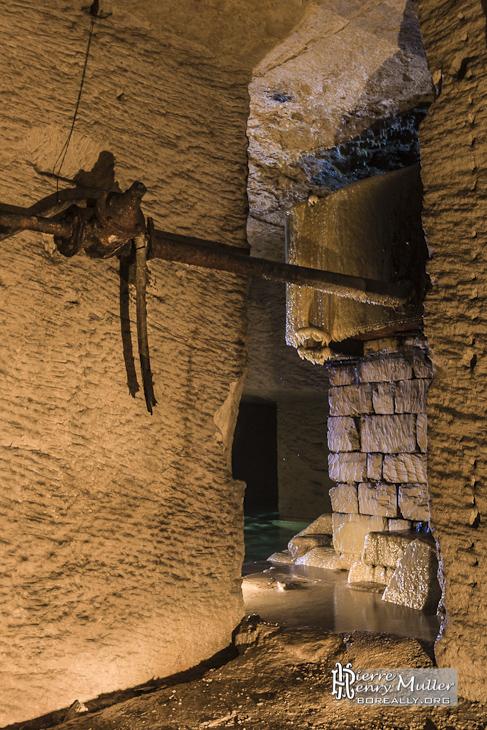 source d 39 alimentation en eau dans la carri re souterraine de m ry sur oise boreally. Black Bedroom Furniture Sets. Home Design Ideas