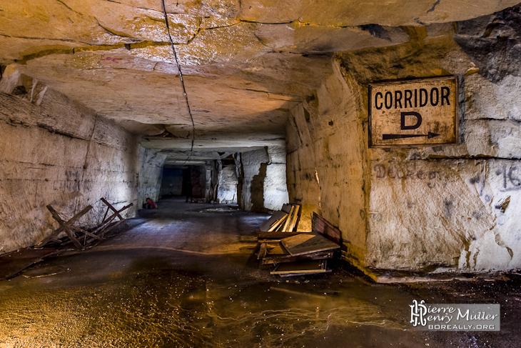 Panneau de circulation Corridor D du bunker de l'Otan
