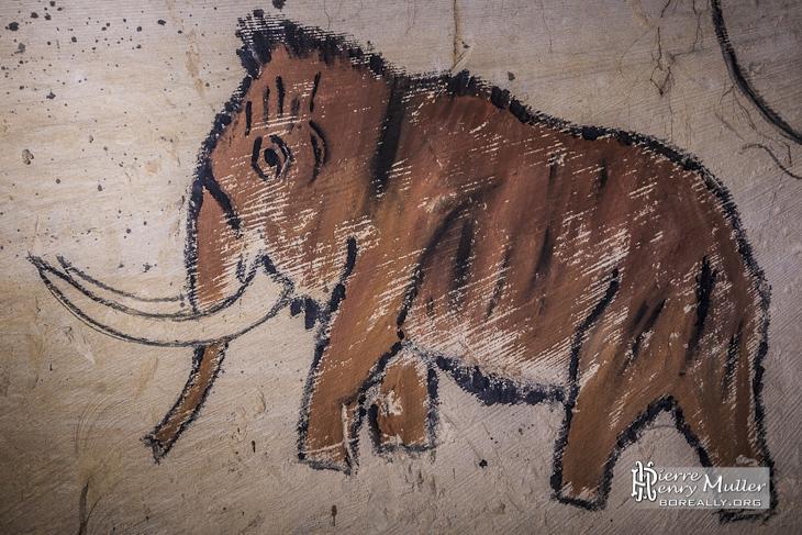 Dessin préhistorique d'un mamouth dans la carrière de la patate