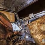 Intérieur du Citroen Tube servant d'entrée au squat Ktaphile