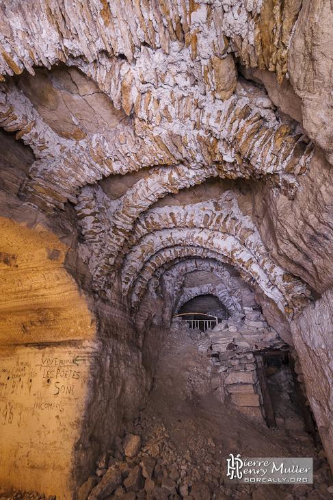 Anciennes consolidations de la carrière souterraine de Vaux Proverbes
