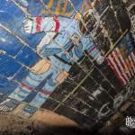 Astronaute américain sur le mur des promotions dans les catacombes de Paris