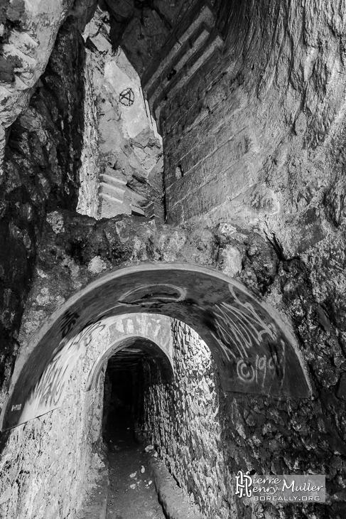 Consolidation d'un fontis avec arche dans les catacombes