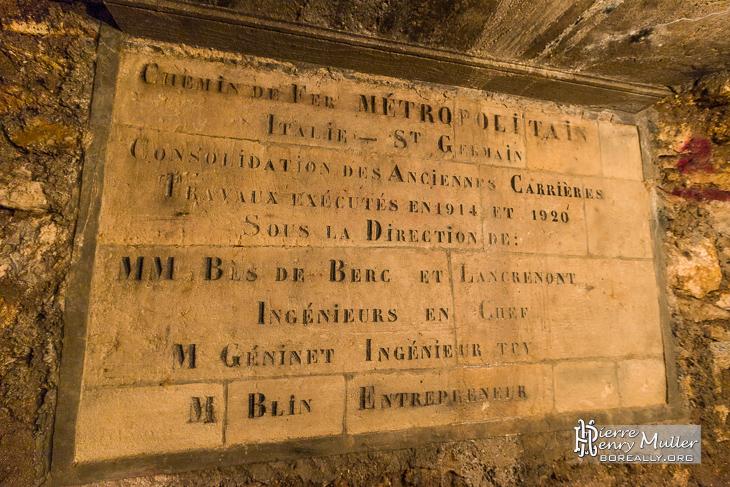 Plaque commémorative des travaux de consolidation des carrières à Paris