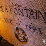 Plaque gravée rue A. Fontaine et bas relief fleur de Lys dans les catacombes de Paris