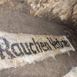 Rauchen Verboten inscrit sur les murs du bunker allemand dans les catacombes de Paris