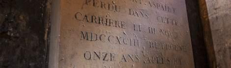 Philibert Aspairt portier au Val-de-Grâce pendant la révolution française fut retrouvé 11 ans après sa disparition et fût enterré sur place. L'identification a été possible grâce au trousseau de clef du Val-de-Grâce retrouvé à ses côtés. La pierre tombale porte les inscriptions : «À la mémoire de Philibert Aspairt perdu dans cette carrière le III (3) Novbre MDCCXCIII (1793) retrouvé onze ans après et inhumé en la même place le...