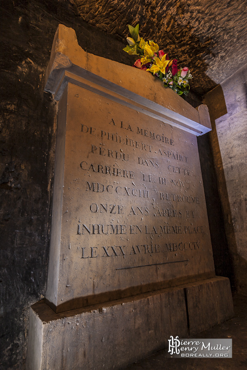 Tombe de Philibert Aspairt dans les catacombes de Paris