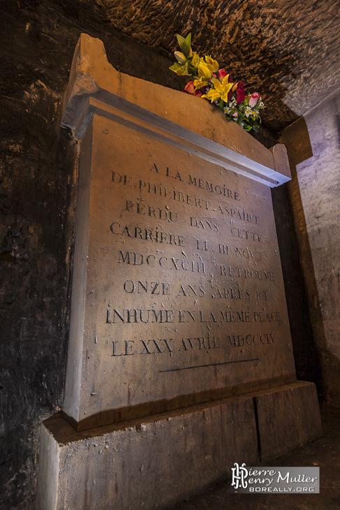 Tombe de Philibert Aspairt dans les catacombes de Paris