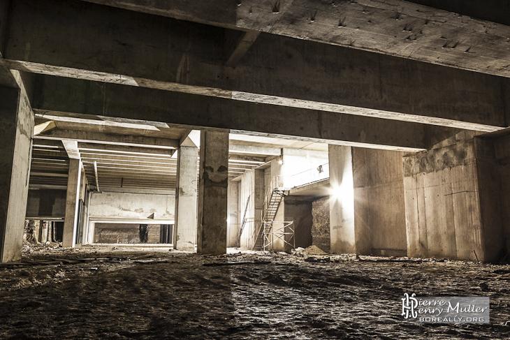La cathédrale souterraine depuis la forêt de piliers de consolidation