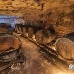 Stockage de tonneaux à bière dans une galerie souterraine de la brasserie de Sèvres