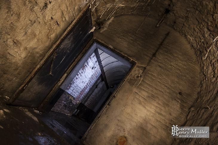 Pièce aménagée dans les souterrains de la citadelle de Namur