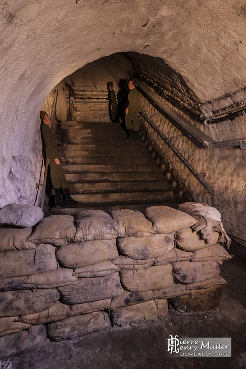 Reconstitution militaire dans les souterrains de la citadelle de Namur