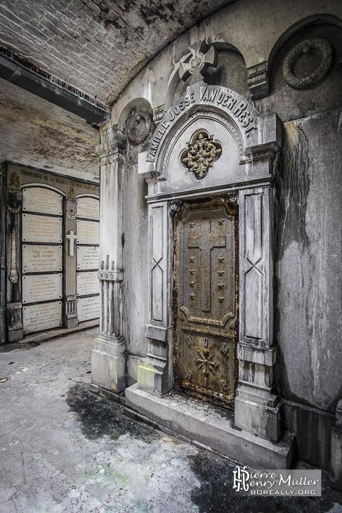 Caveau dans la crypte du cimetière de Laeken à Bruxelles