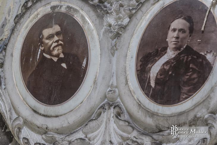 Portraits d'un couple sur leur sépulture