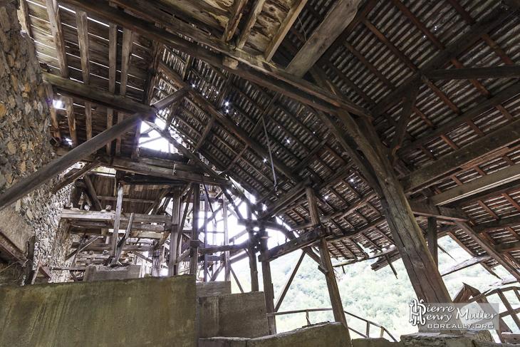 Intérieur de l'usine de traitement de minerais de fer