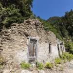 Ruines des bâtiments des mineurs à proximité des filons de la mine